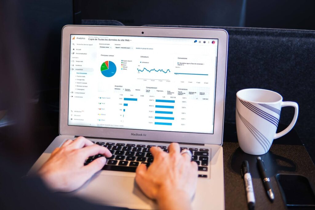 person using google analytics for seo and link building in 2021